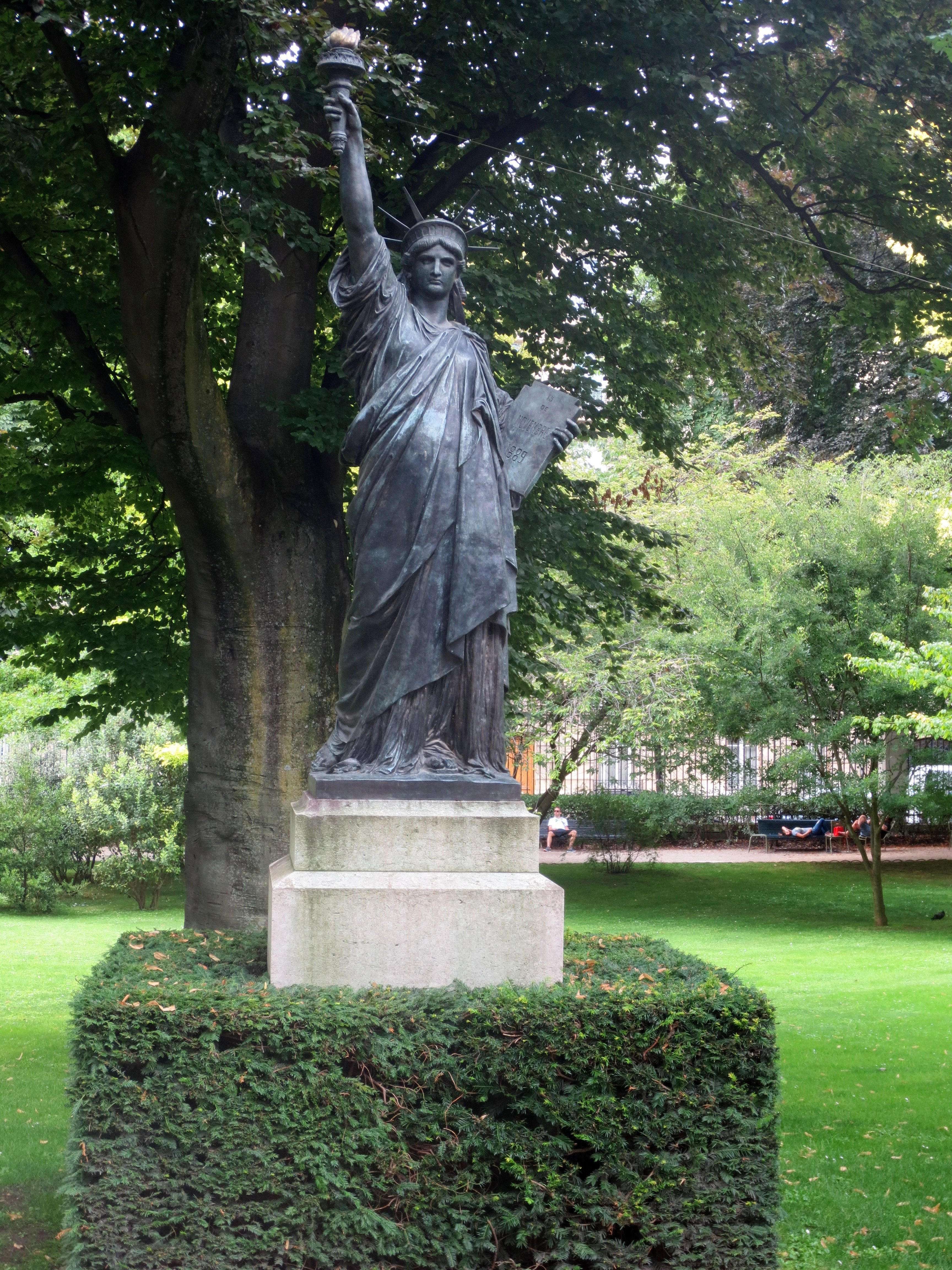 The Miniature Statues Of Liberty In Paris